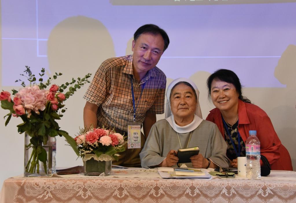이해인 수녀님과 문학캠프에서.jpg