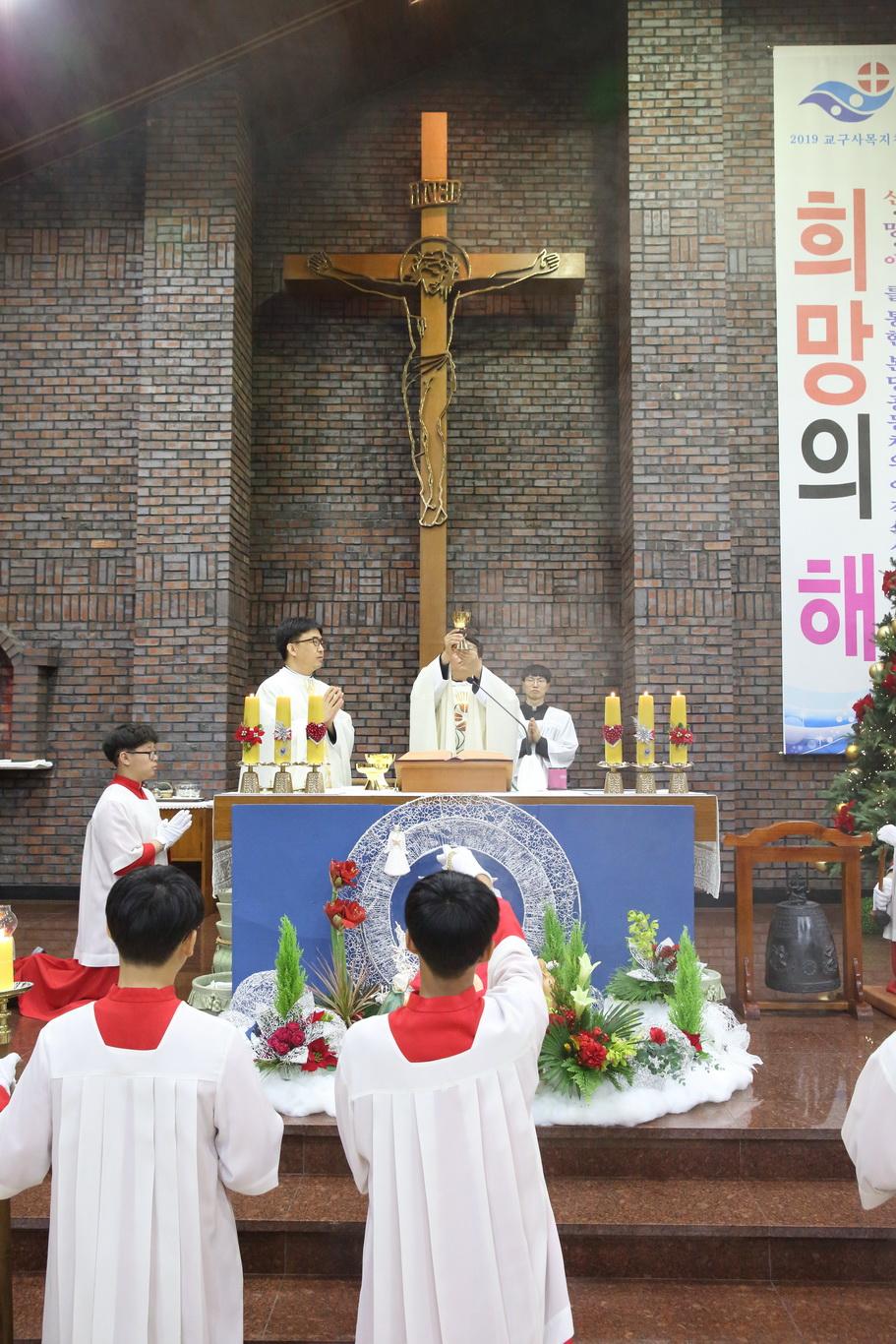 2019-12-24 성탄 성야 (183)_크기변경.JPG