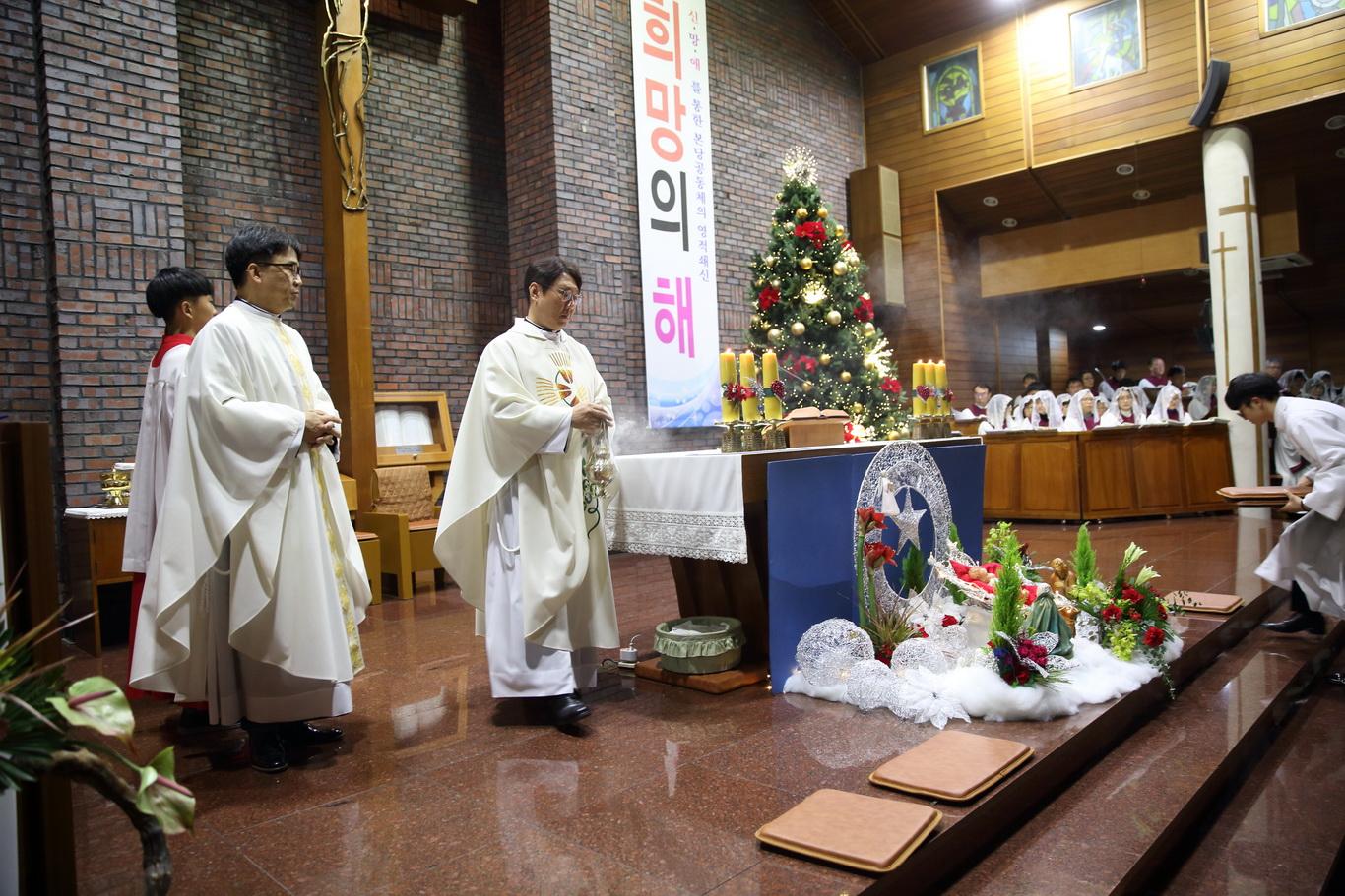 2019-12-24 성탄 성야 (107)_크기변경.JPG