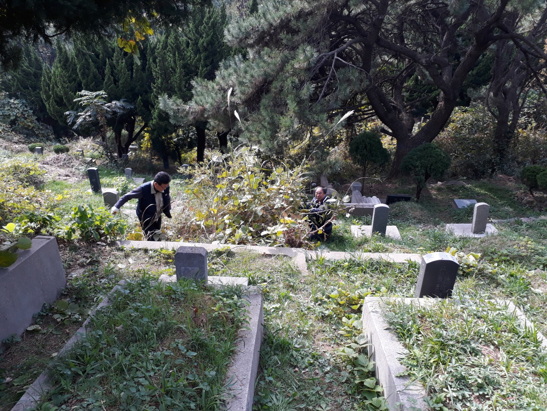 20191103망미성당누룩회용호동묘지무연고묘지벌초001.jpg