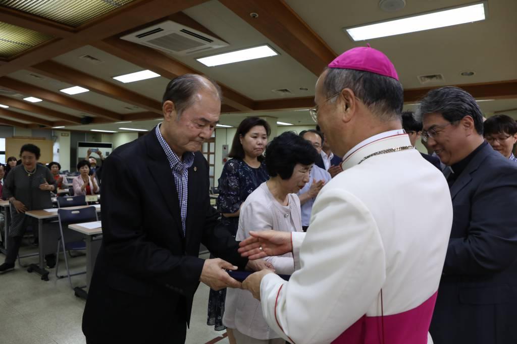 20180706한국천주교성지순례축복장수여식033.JPG