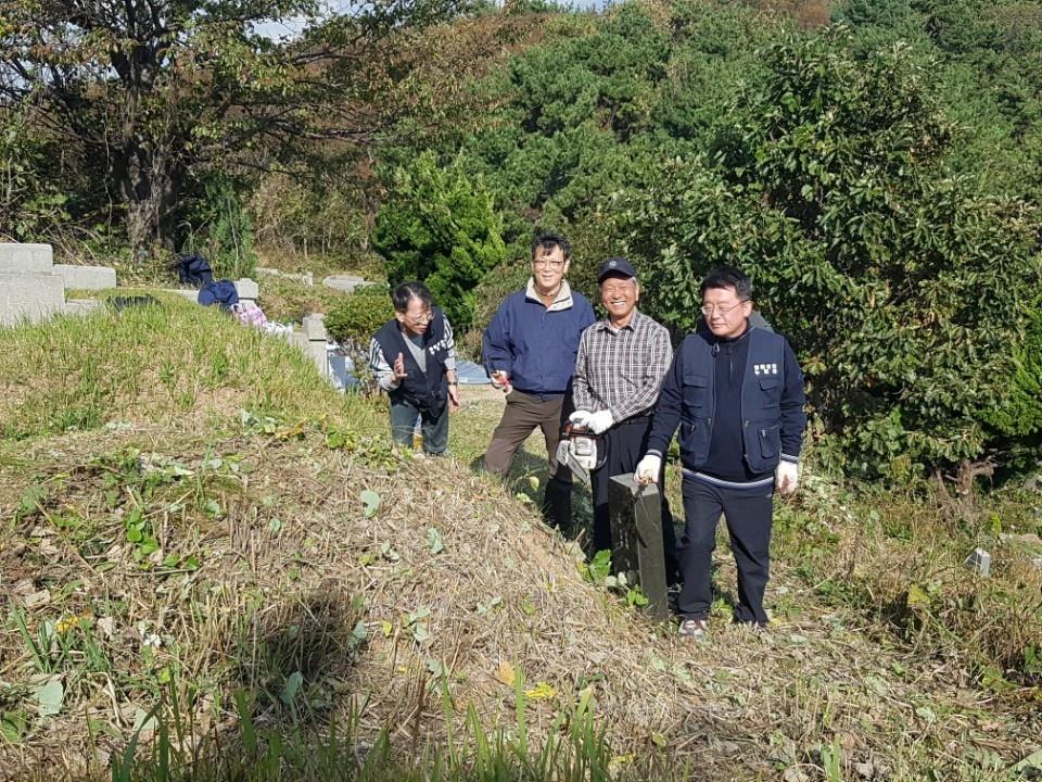 20181028망미성당누룩회무연고묘지벌초005.jpg