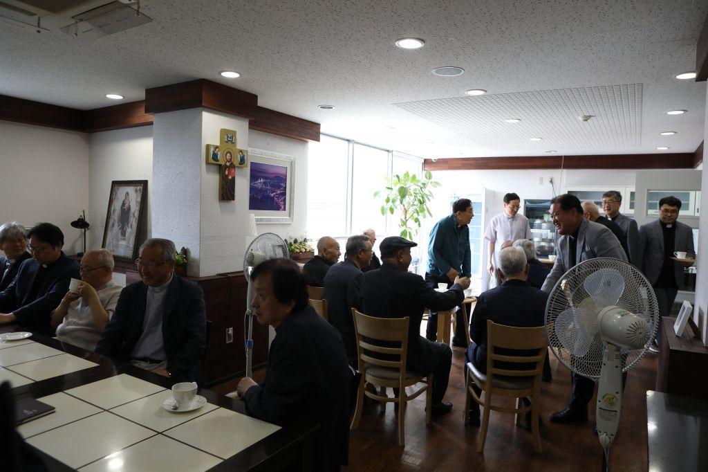 20190612원로사제간담회001.JPG