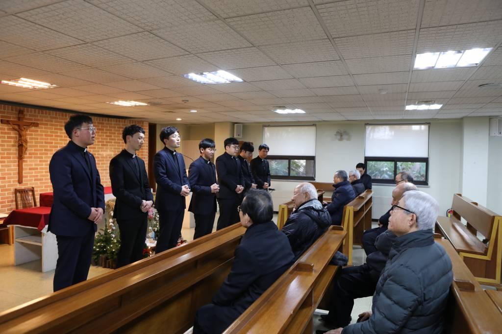 20181231새사제와은퇴사제와의만남038.JPG