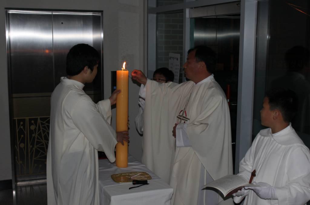 2012년 4월 7일 부활 성야.jpg