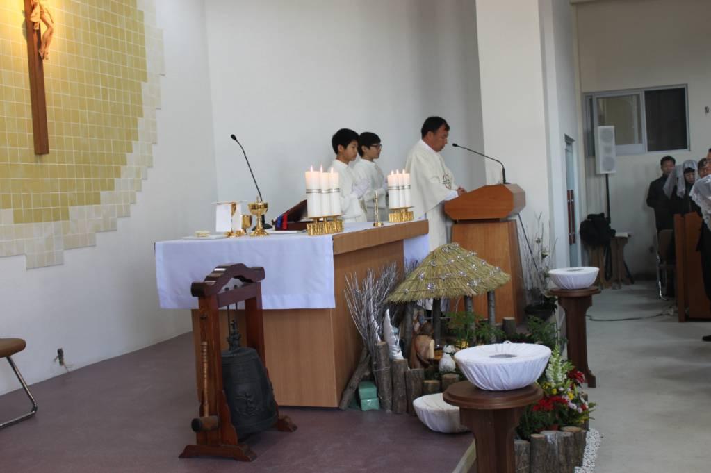 2011년 12월 25일 연지성당에서 첫 성탄 미사.jpg