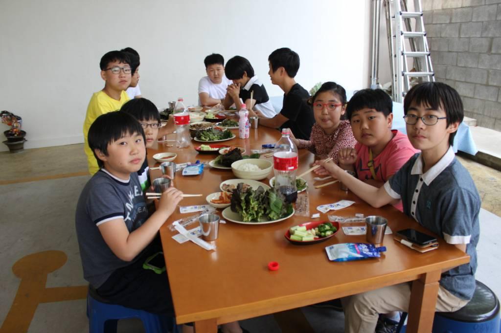 5월 26일 소년 복사단 삼겹살 파티.jpg